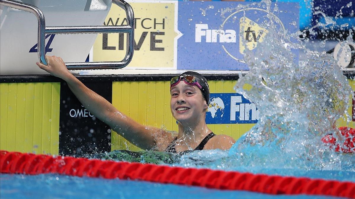 Alba Vázquez tras ganar la final de 400 metros estilos y pulverizar el récord mundial júnior.