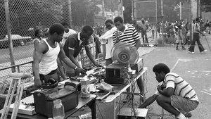 Preparativos para una 'block party', en Nueva York, en los años 70.