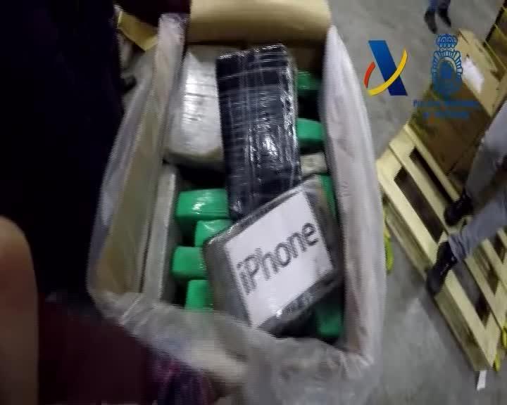 En una operació conjunta de la Policia i lAgència Tributària shan decomissat un total de 9 tones de cocaïna amagada en un contenidor amb plàtans