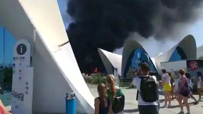 Desallotgen l'Oceanogràfic de Vàlencia després d'incendiar-se una torre de les instal·lacions