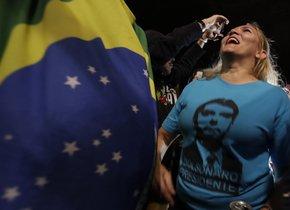 SAO PAULOBRASIL- Simpatizantes del candidato a la presidencia de Brasil Jair Bolsonaro celebran su victoria en la avenida Paulistaen Sao PauloBrasil.EFE Sebasti o Moreira