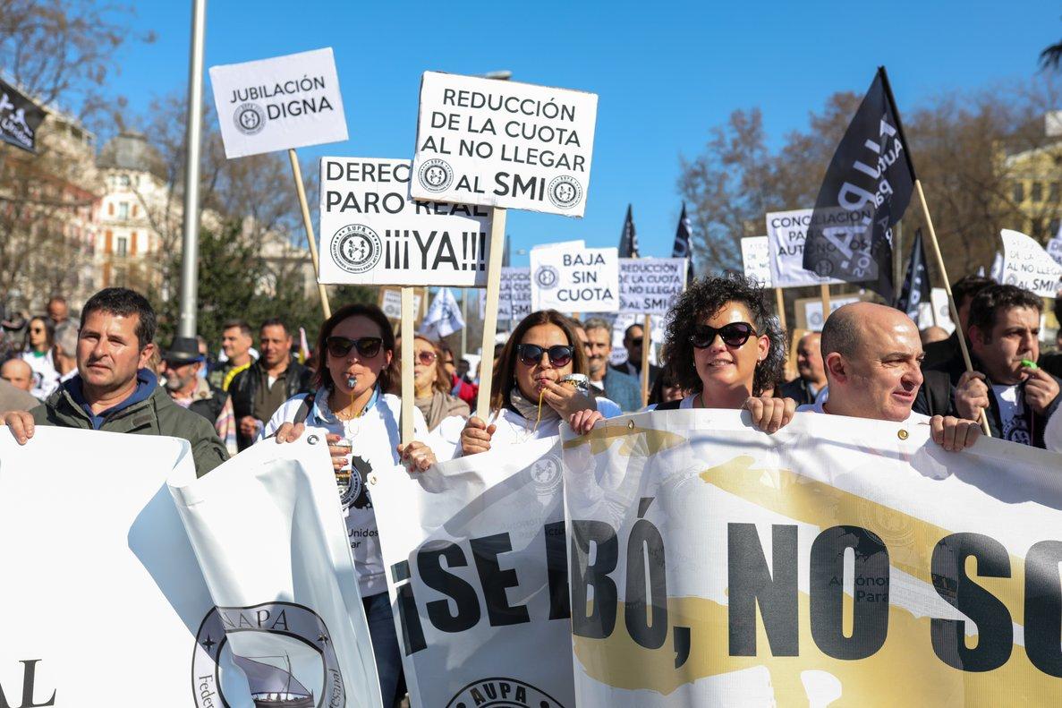 Manifestación de trabajadores autónomos en Madrid, este domingo 16 de febrero.