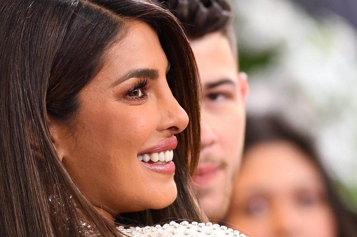 La actriz Priyanka Chopra y su marido, el cantante Nick Jonas, en la gala de los Grammy.