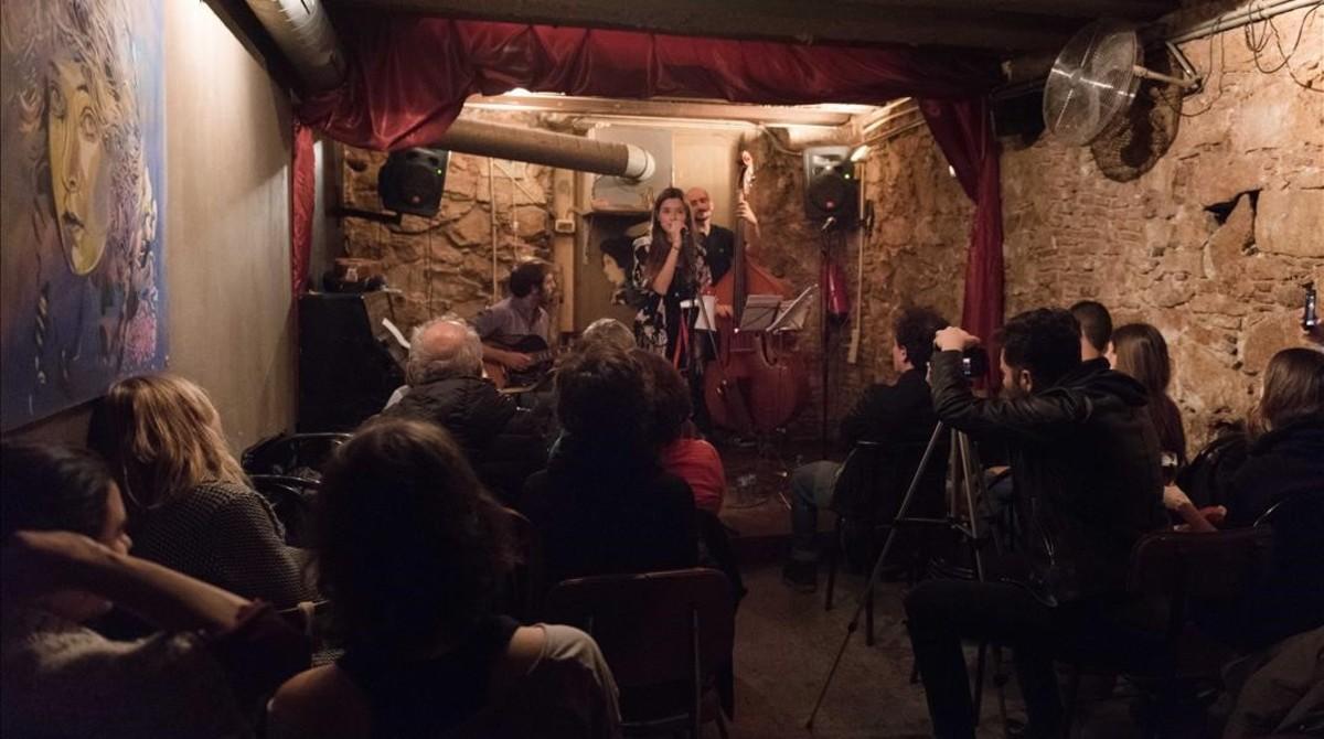 Actuación de Adriana Ospina en la sala Robadors 23, el pasado mes de noviembre.
