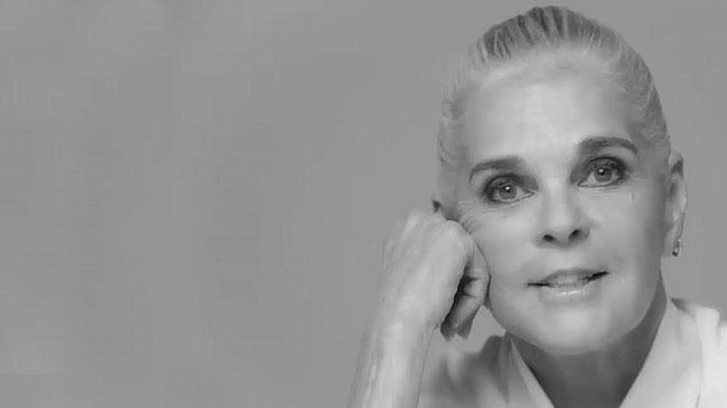 Ali MacGraw protagoniza la nueva campaña de relojes de Chanel.
