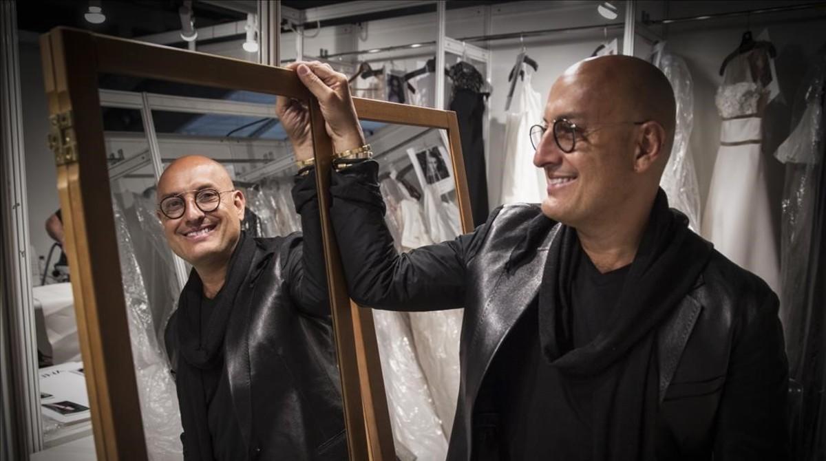 Ángel Sánchez, autor de los vestidos de novia y de fiesta de diversas estrellas de Hollywood, ha presentado su nueva nueva coleccion en lagala de la Barcelona Bridal Night, que tuvo lugar en el Palau de Pedralbes.