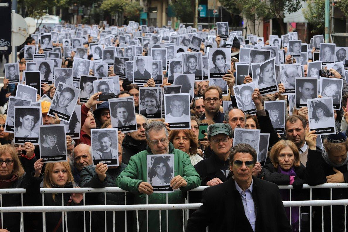 Recuerdan a las víctimas del atentado perpetrado contra la sede de la Asociación Mutual Israelita Argentina.