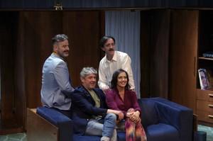 Julien,Arquillué, Carreras yGàmiz, eldirector posa con sus actores.