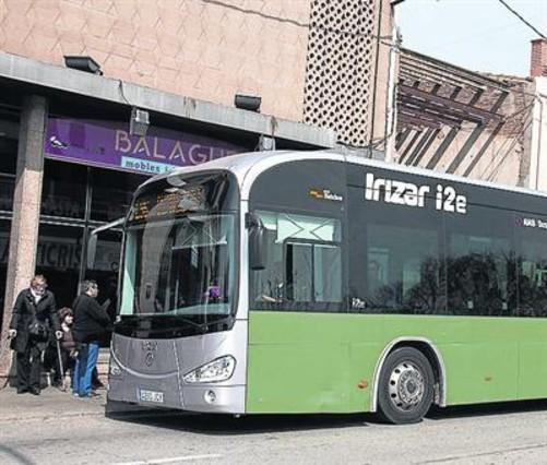 Un autobús de transporte de viajeros.