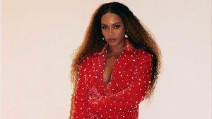 Beyoncé posa con un conjunto diseñado por María Escoté.