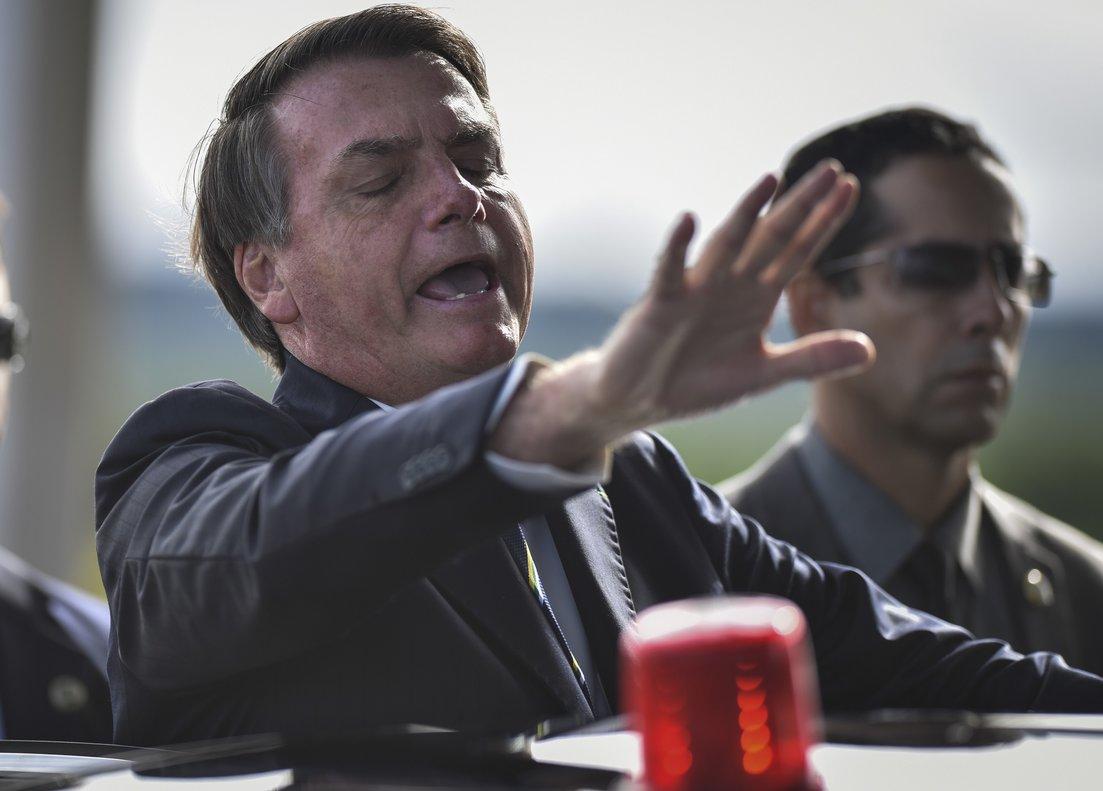Redes sociales borran videos de Bolsonaro por