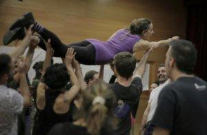 Professionals de l'Hospitalet finalitzen la seva formació en circ social amb Cirque du Soleil
