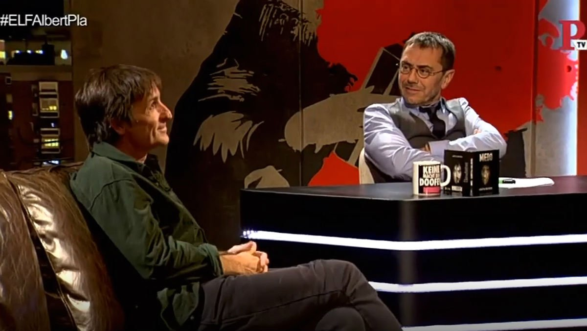 Captura de pantalla de la entrevista de Monedero a Albert Pla en el programa En la frontera.