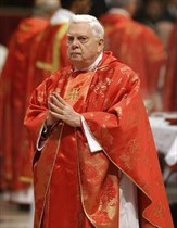 El cardenal Bernard Law.