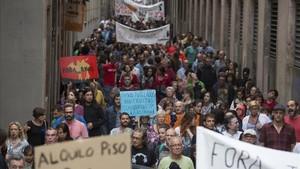 Manifestacion contra los narcopisos en el barrio del Raval.