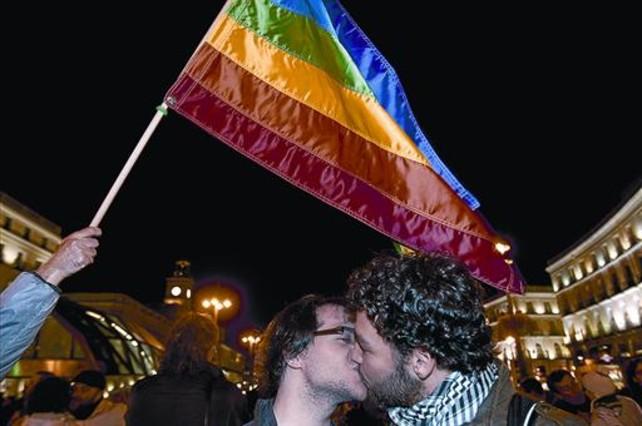 Concentración en Madrid tras la ratificación del matrimonio gay por el Constitucional en el 2013.