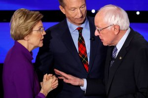 Democratic 2020 U.S. presidential candidates (L-R) Senator Elizabeth Warren (D-MA) speaks with Senator Bernie Sanders (I-VT) as billionaire activist Tom Steyer listens after the seventh Democratic 2020 presidential debate at Drake University in Des Moines, Iowa, U.S., January 14, 2020. TPX IMAGES OF THE DAY