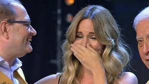 Edurne rompe a llorar interpretando 'Amanecer' con un coro de enfermos de Alzheimer