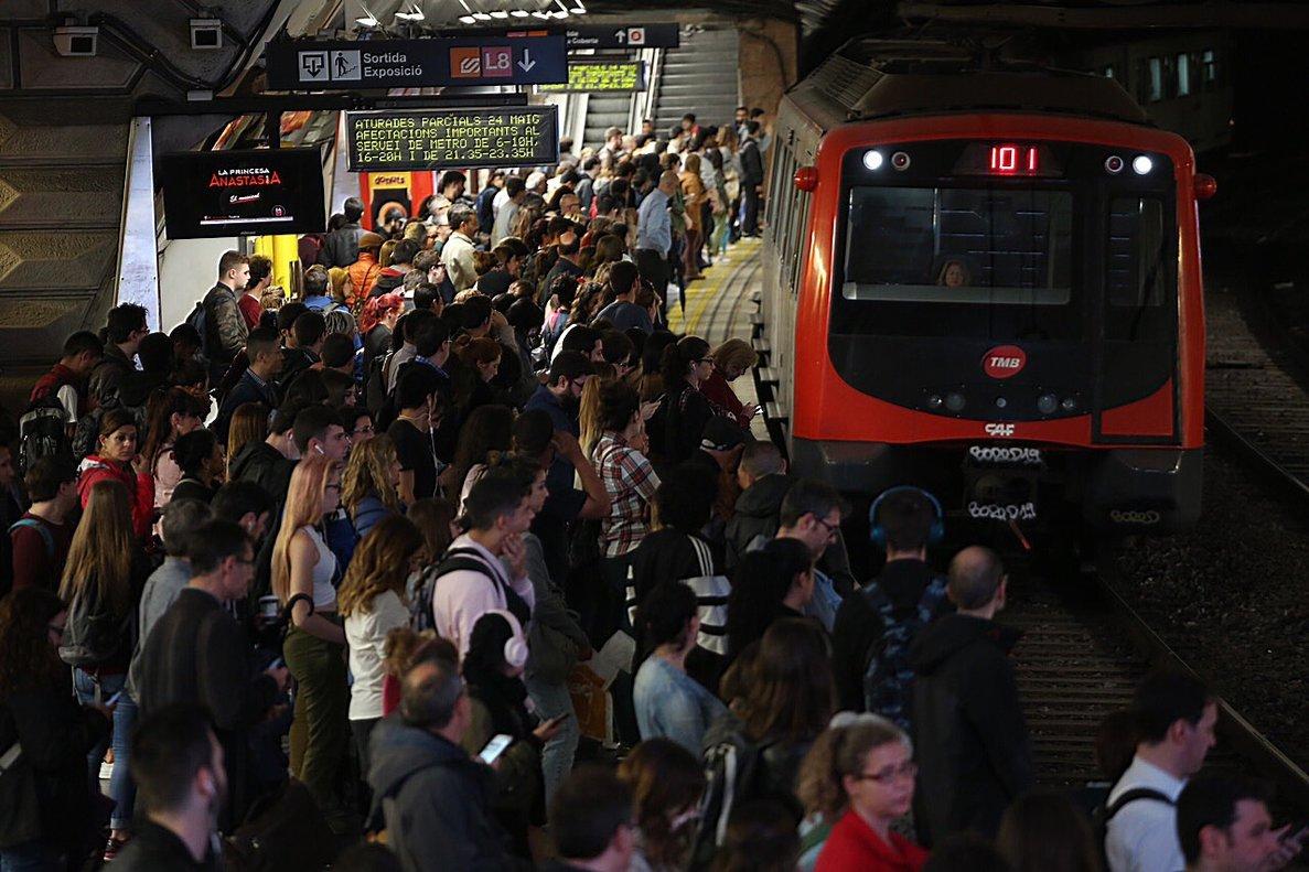 La estación de Espanya, durante la huelga de metro del 24 de mayo.