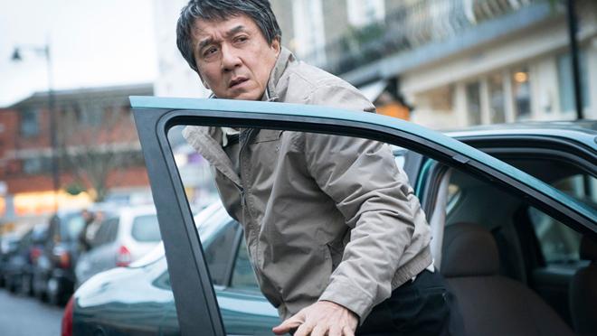 Jackie Chan sigue repartiendo leña (a los 63)