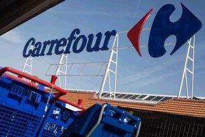 Fachada de un establecimiento de Carrefour.