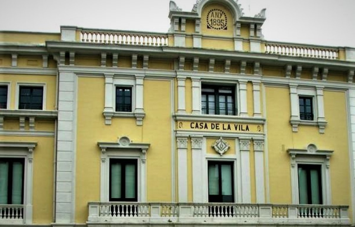 Fachada del Ayuntamiento de L'Hospitalet de Llobregat.