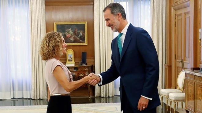 El rey Felipe VI recibe a la presidenta del Congreso Meritxell Batet en el Palacio de la Zarzuela.