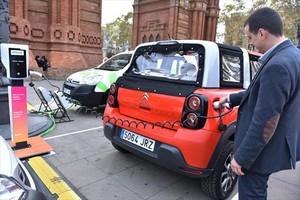 Feria de vehículos eléctricos Expoelèctric, ayer, en el paseo de Lluís Companys de Barcelona.