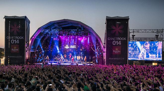 El festival Canet Rock con actuaciones ininterrumpidas al largo de todo el dia.