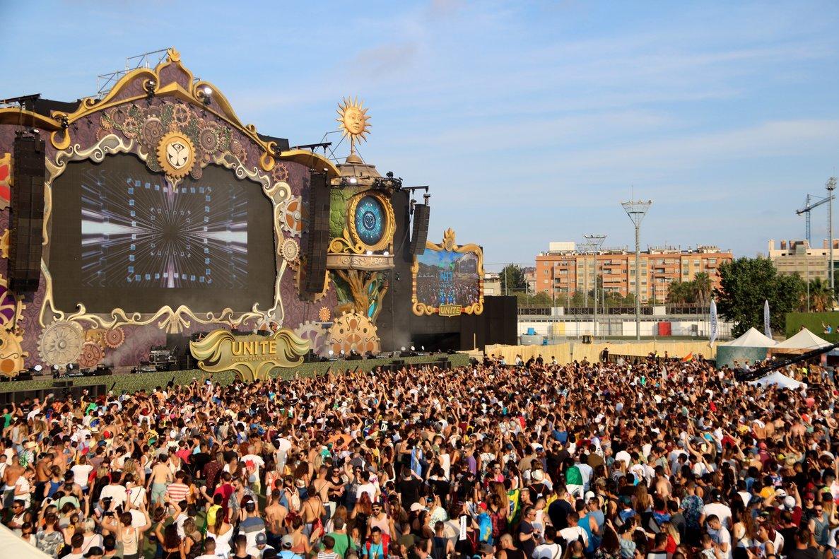 Actuación de Yves V, el dj residente de Tomorrowland en el festival Unite with Tomorrowland del 2018.
