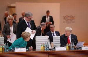 La cancillera alemana Angela Merkel y el presidente Donald Trump en un momento de la cumbre del G20.