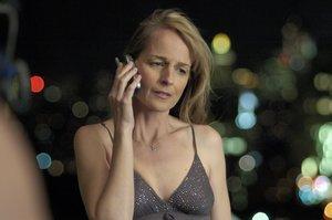 Helen Hunt, en un fotograma del filme 'Cuando ella me encontró' (2008), con el que debutó como directora y guionista.