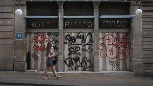 En la foto Hotel Rialto del carrer Ferran cerrado