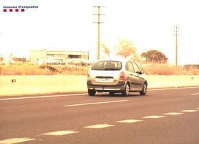 Huye de un control policial y deja a su mujer y a su madre dentro del coche