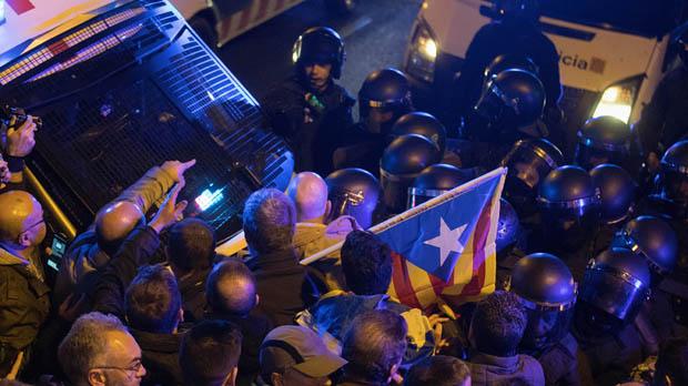 Al menos 24 heridos en la protesta de Barcelona.