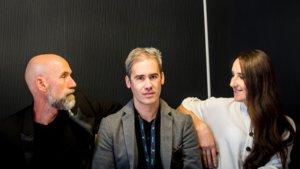 De izquierda a derecha, Julien Blaschke, Marco Escartín Lledó y Mariana Talpalaru, en la presentación de 'The invocation of Enver Simaku' en Sitges