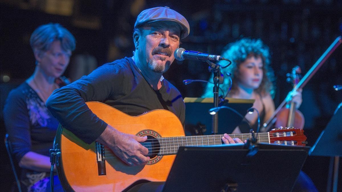 Javier Ruibal, en su concierto del jueves en Luz de Gas