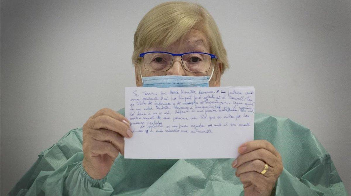 Mercè muestra la carta que le ha escrito al 'president' Torra.