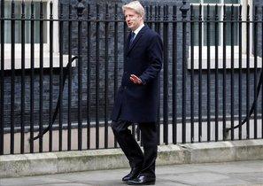 Jo Johnson llega al 10 de Downing Street.