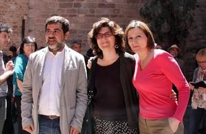 Jordi Sànchez y Liz Castro, junto a la expresidenta de la ANC Carme Forcadell.