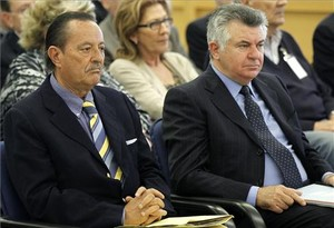 El exalcalde de Marbella, Julián Muñoz y el asesor urbanístico, Juan Antonio Roca, durante el juicio en la Audiencia Nacional por el caso Saqueo II en abril del 2013.