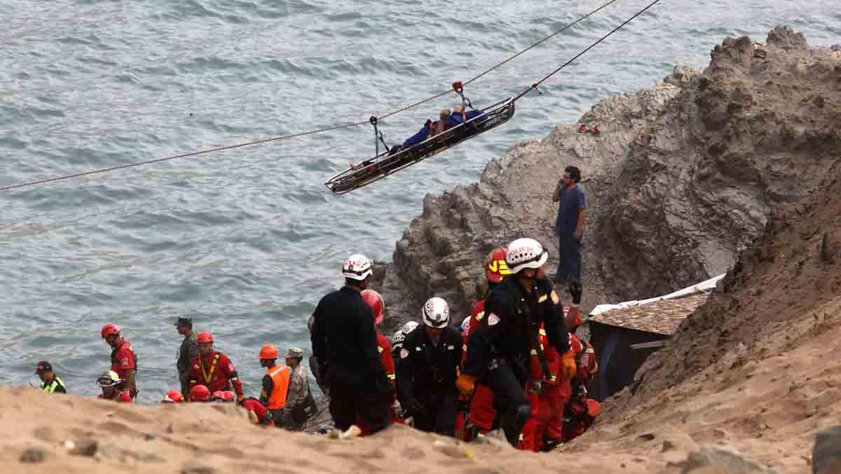 Laccident dautobús al Perú deixa 48 morts i només sis supervivents