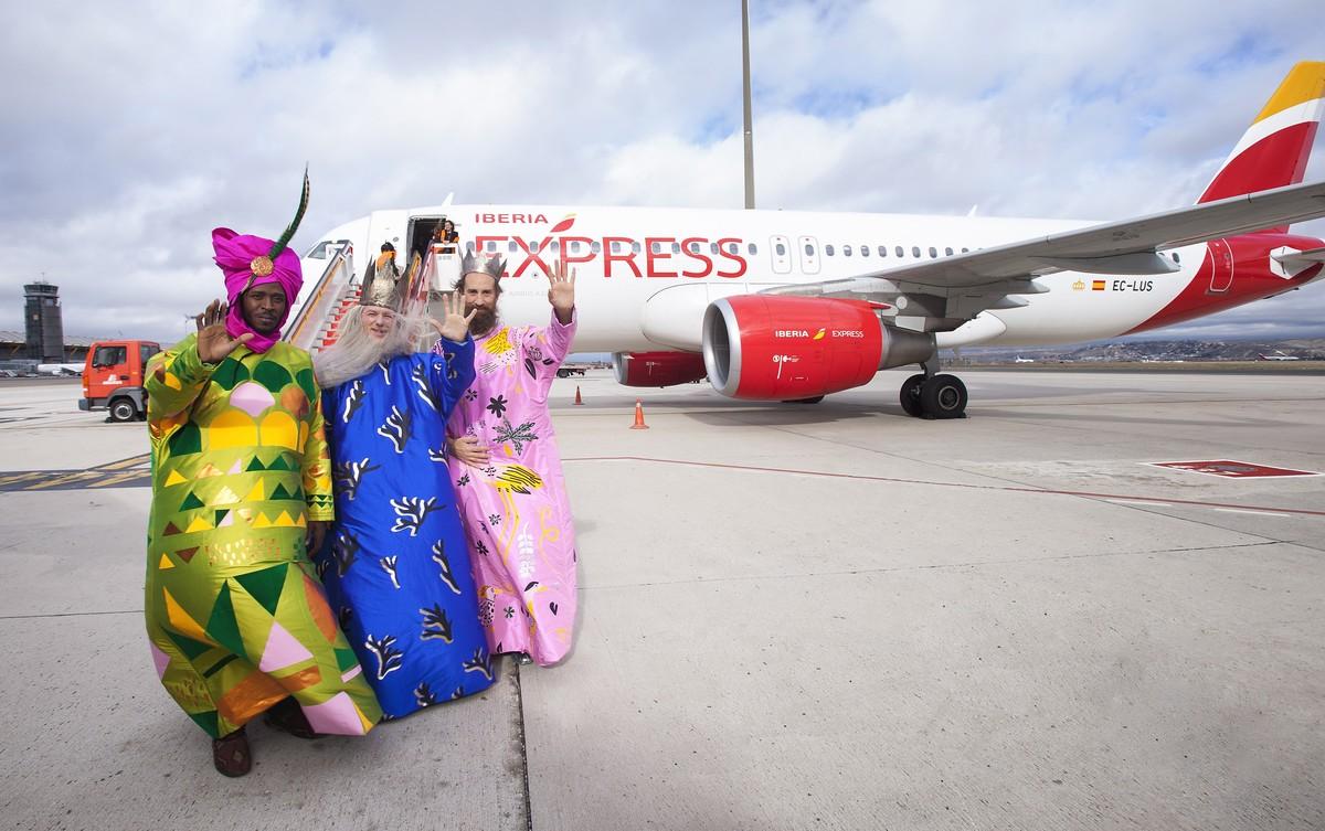 Fotografía de archivo de los Reyes Magos de Madrida su llegada al aeropuerto deBarajas en 2016.