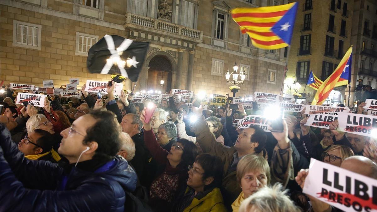 Marcha en Barcelonaen recuerdo de los presos soberanistas cuando se cumplen cuatro meses de la prisión preventiva de los Jordis.