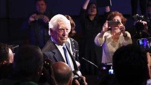 Mario Vargas Llosa, durante la presentación en Madrid de la novela 'Tiempos recios'