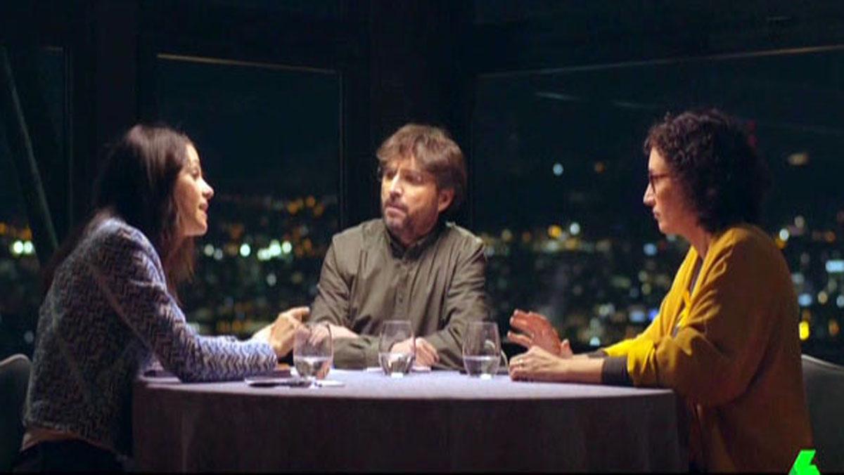Jordi Évole, entre Inés Arrimadas y Marta Rovira, en el programa de La Sexta 'Salvados'.