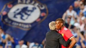 Mourinho consuela a Pogba tras perder la final de la FA Cup.
