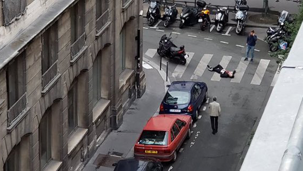 Un muerto y varios heridos en un atentado a cuchillo en París.