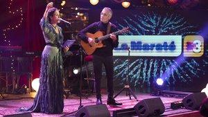 La cantante Noa, en el momento de su actuación en la gala del Disc y Llibre de 'La Marató', en La Paloma de Barcelona.