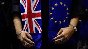 Fotodel pasado 30 de enero de la despedida de europarlamentarios británicos con la bandera de la Unión Europea y la del Reino Unido.